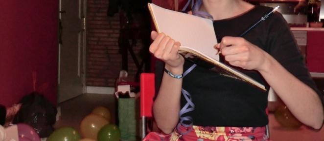 Escribiendo en la libreta