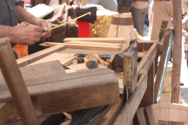 Trabalhar a madeira. LeleSorribas2013