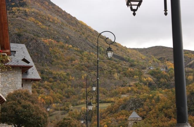 Las montañas coloreadas de otoño desde Barruera (Lleida). LeleSorribas2013