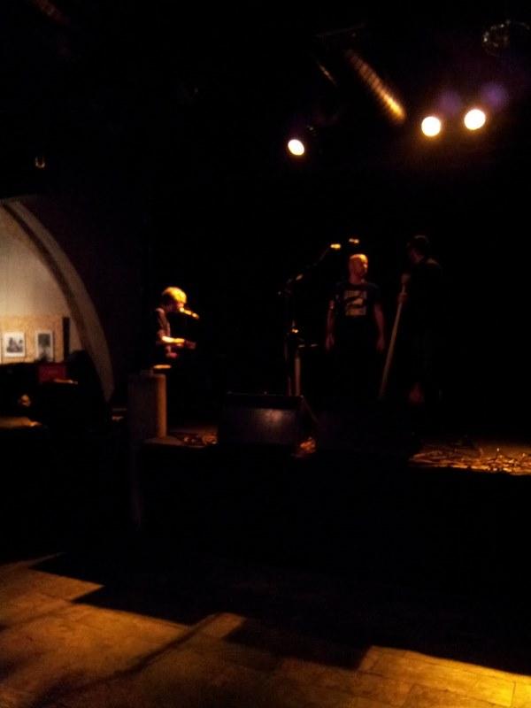 Xoel López ensayando una hora antes de comenzar el concierto.